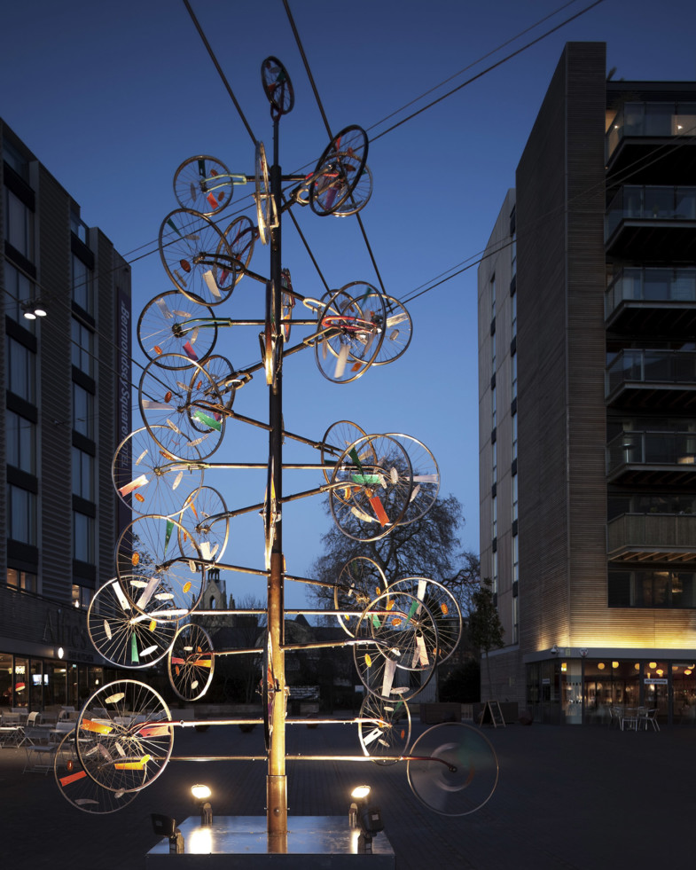 Sarah-Wigglesworth-Architects Bermondsey-Square-Xmas-Tree 003 -MH 1800