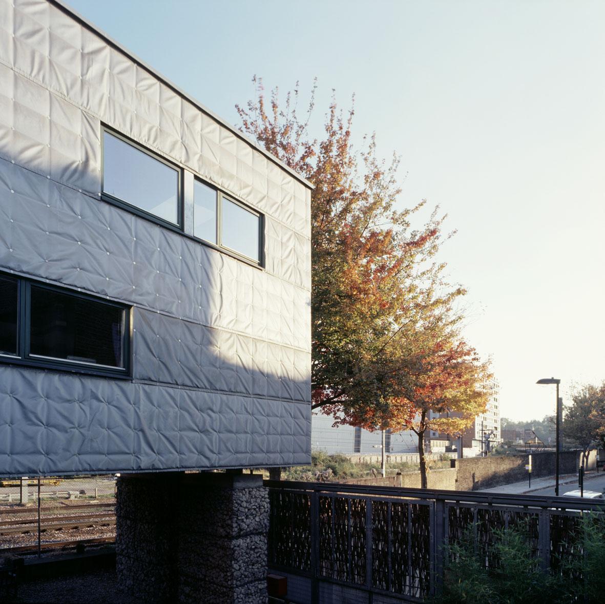 Sarah-Wigglesworth-Architects Stock Orchard Street cloth wall autumn 1800