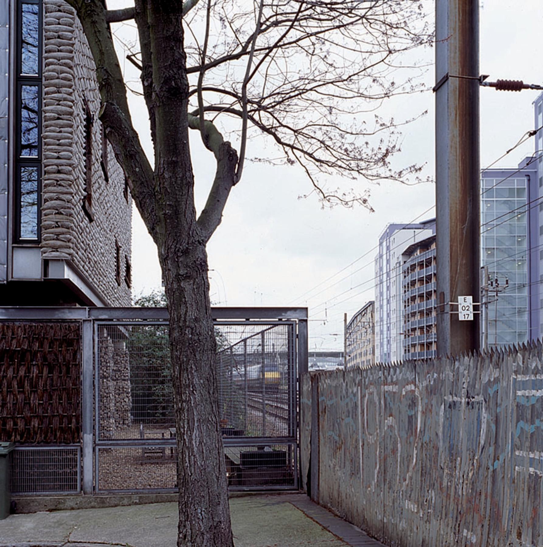 Sarah-Wigglesworth-Architects Stock Orchard Street jubilee wall 1800