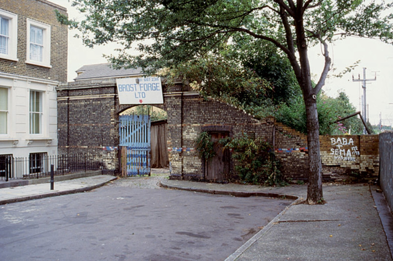 Sarah-Wigglesworth-Architects Stock Orchard former site entrance 1800
