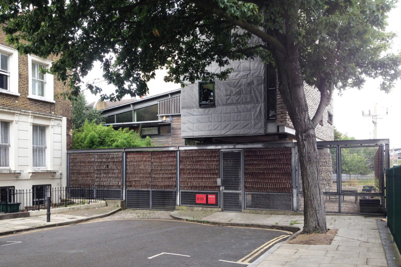 Sarah-Wigglesworth-Architects Stock Orchard site entrance 1800