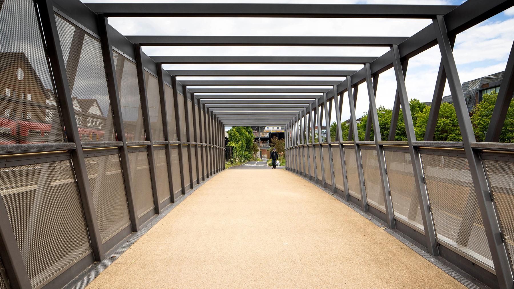 Sarah-Wigglesworth-Architects Kingston-Go-Cycle Bridge Frames Hub 1800x1013