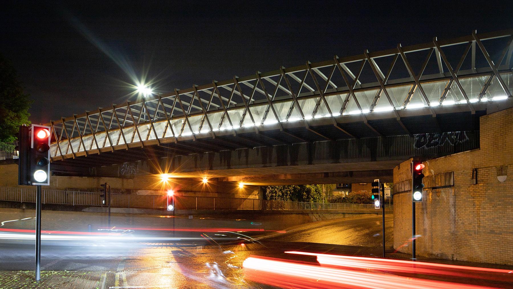 Sarah-Wigglesworth-Architects Kingston-Go-Cycle Bridge Wide Shot Night  1800x1013