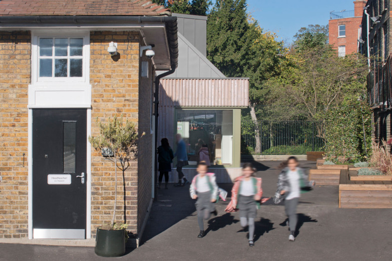 Sarah-Wigglesworth-Architects Kingsgate School Exterior Play 1800