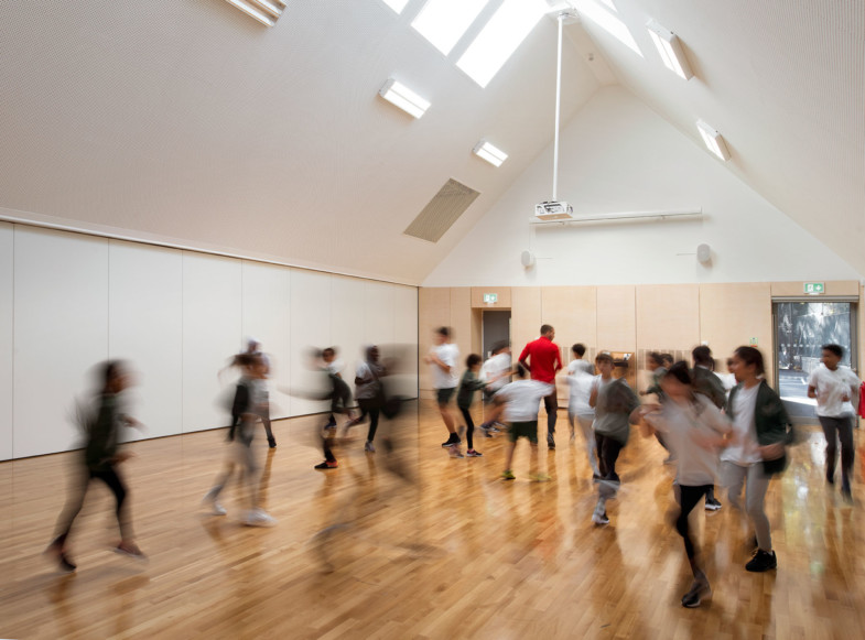 Sarah-Wigglesworth-Architects Kingsgate School Hall-2 1800