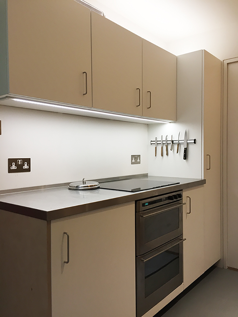 Sarah-Wigglesworth-Architects R20 carer's kitchen
